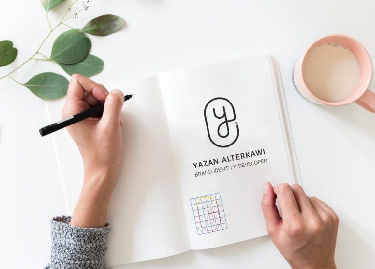 PSD мокап блокнота А5. writing in book mockup