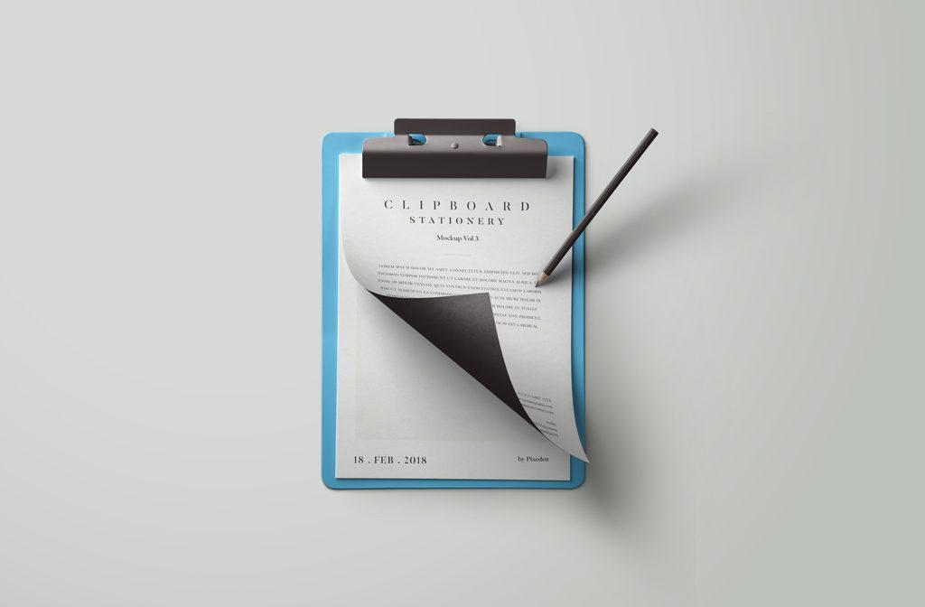 Мокап листов бумаги на клипборде