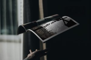 Mockup журнала в воздухе