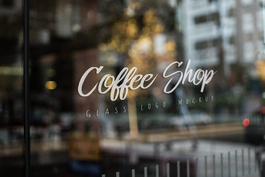 Мокап логотипа на стекле. shop window logo mockup