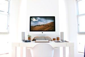 Mockup iMac на рабочем столе