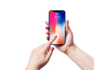 iPhone X в руках Mockup