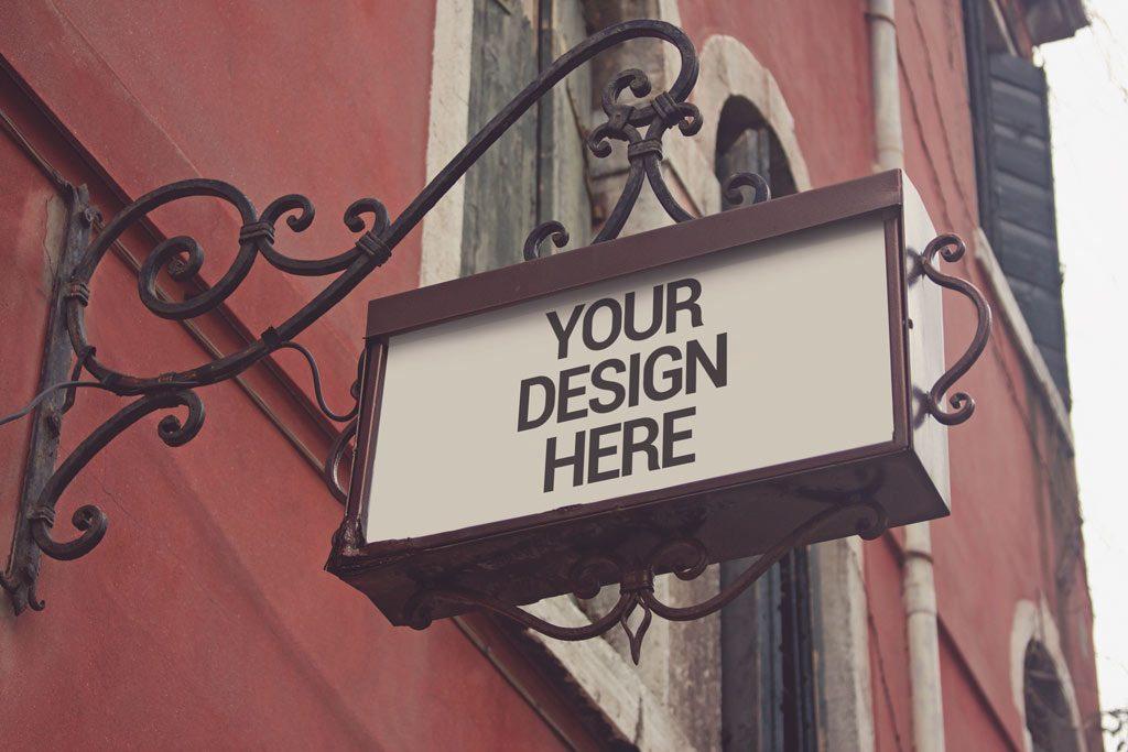 Мокап указателя на улице. traditional shop signage mockup