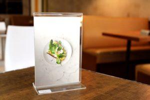 Мокап меню ресторана. table standee display mockup
