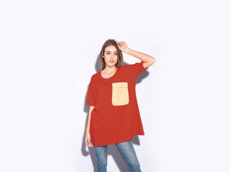 Мокап футболки на девушке. women oversized t-shirt mockup