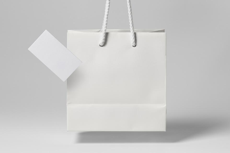 Мокап бумажного пакета + визитка. paper shopping bag mockup