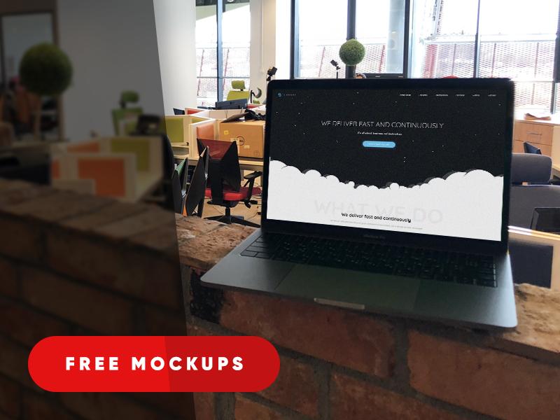 Мокап PSD MacBook Pro. macbook pro in office mockup