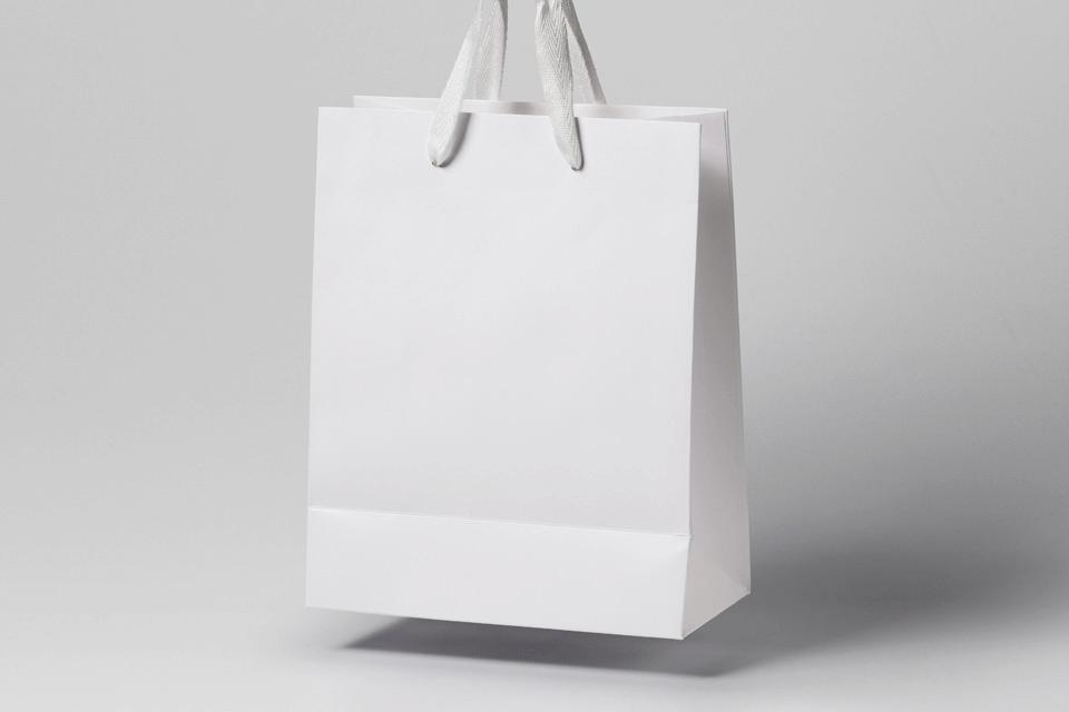 PSD мокап бумажного пакета. anti-gravity shopping bag mockup