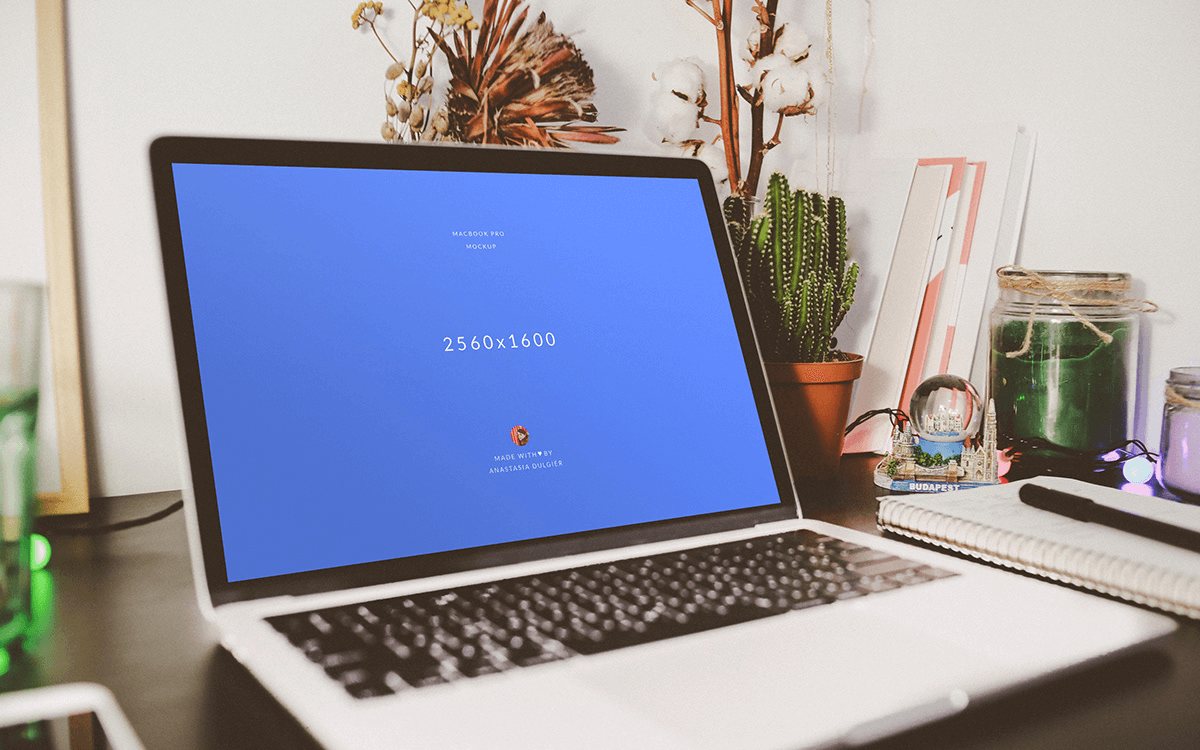 Мокап MacBook на столе. macbook mockup