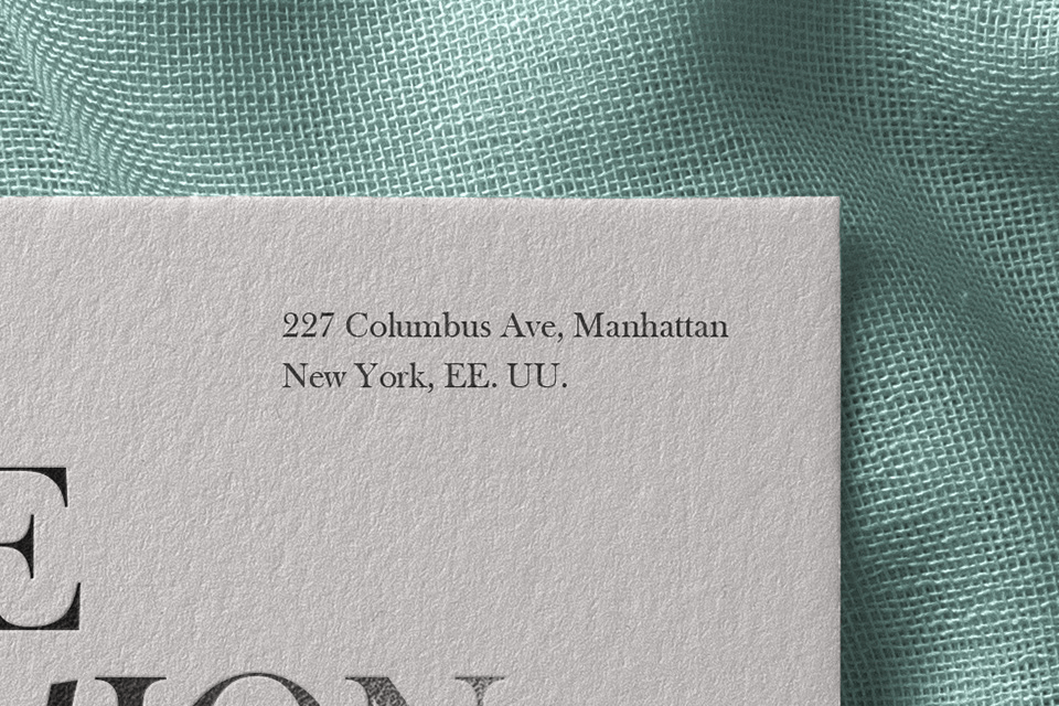 мокап карточки на ткани. invitation card mockup