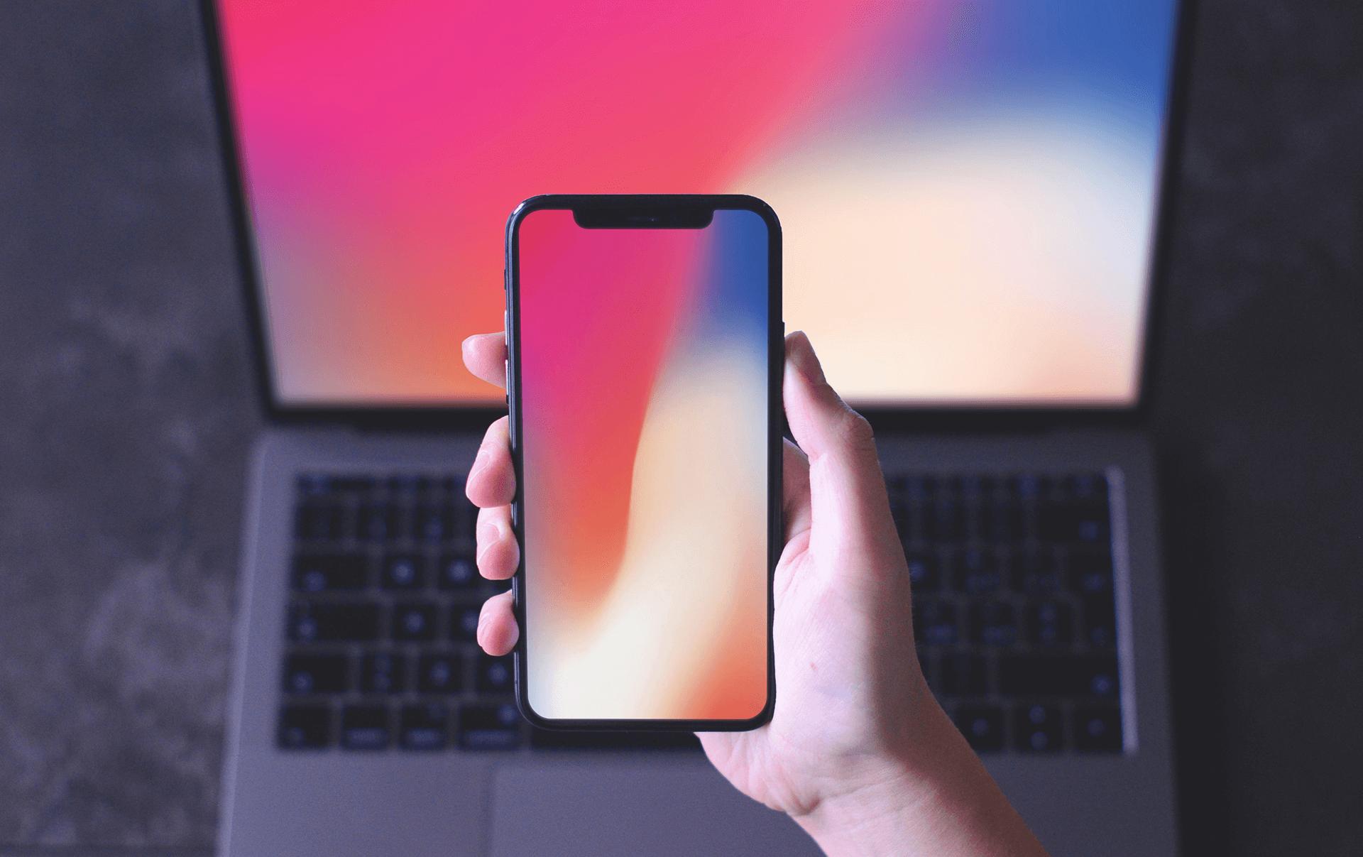 PSD мокап iPhone X на фоне MacBook