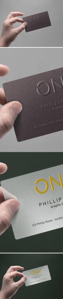 Мокап визитки в мужской руке